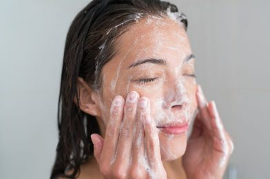Top 10 mistakes when washing face makes skin bad