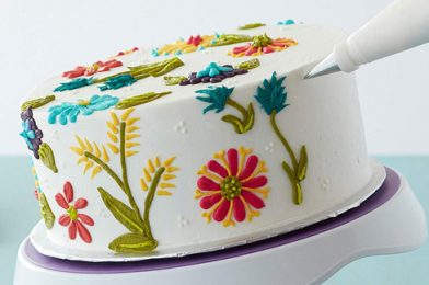 10 MUST HAVE CAKE DECORATING TOOLS IN THE KITCHEN