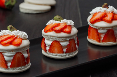 Make This Delicious Strawberry Macarons At Home
